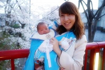 お宮参りの赤ちゃんとママ